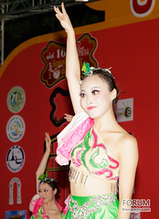 XOKA2524s (Phuketian.S) Tags: dance girl phuket show night пхукет таиланд танец шоу девушка ночь сцена портрет танцовщица portrait people indoor phuketian phuketphotographernet forumlinvoyagecom httpforumlinvoyagecom outdoor chinese asian thai dancer group fashion style suit old new
