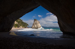 Cathedral Cove (LucaBumble) Tags: ocean new sea beach island cathedral cove wave zealand nz northisland coromandel cathedralcove coromandelpeninsula haheibeach coromandelnewzealand lucabumble