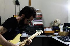 Autorretrato (Bruno Nogueiro) Tags: selfie selfportrait portrait portraits retrato autorretrato guitarra guitar stratocaster strato fender squier skull caveira home art place casa quarto rock punk nikon d7200 sb700 sb 700