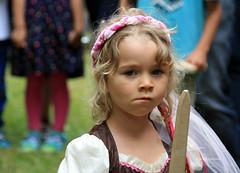 03-IMG_3162 (hemingwayfoto) Tags: abensberg brgerfest bayern blond dirndl kleidung krone landkreiskelheim mittelalter niederbayern spiel