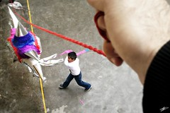 Pgale a la piata. (Orcoo) Tags: mexico fiesta candy nuevoleon pinata nio piata dulces tradicion orcoo ordez oswaldoordez