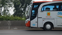 DSC03020 (ilhammaghrizalp) Tags: bus sony bis a5000 bismania adiputro alpharian jetbus rosaliaindah sukafotobis restareakm19