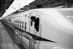 #nozomi #kyoto #monochrome #bokeh (jev) Tags: blackandwhite monochrome japan kyoto bokeh transport railway trainstation transportation noctilux departure shinkansen nozomi bullettrain railwayterminal n700 nocti leicam9 noctiluxm50mmf095asph leicaimages