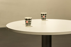 Coffee cups (Jan van der Wolf) Tags: red two coffee paper table grey geometry carton redrule minimalism simple less twee grijs karton tafel koffie geometrie lessismore beker minimalisme simpel bekertjes map13318v