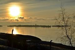 New Year's sun above Suomenlinna islands (Helsinki, 20120101) (RainoL) Tags: sea sun finland landscape geotagged helsinki january balticsea best u helsingfors fin suomenlinna 2012 uusimaa nyland kruunuvuori 201201 20120101 geo:lat=6017114500 geo:lon=2501070900