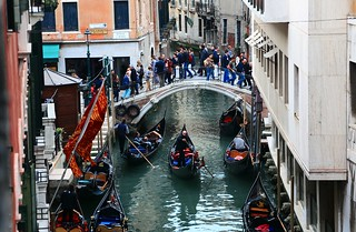 日常生活 Daily life, Daily lives ~ Gondolas , Canal @ Rio de San Moisè  , Venezia  威尼斯~