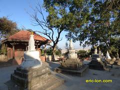 Nepal Kathmandu Swoyambunath (5) (Eric Lon) Tags: city trees nepal tourism buildings temple culture arbres drugs politicians monkeys kathmandu katmandu singes thamel drapeaux dealers batiments tibetanflags politiciens tibetains ericlon swoyambunath thailande2015