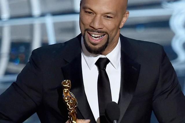 Common recebe o Oscar de melhor canção original com Glory do filme Selma