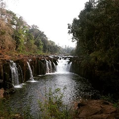 In southern laos, there lies Bolaven Plateau which hides many waterfalls. I say hide because it takes the Indiana-Jones within us to find it. For 4 days we dedicated ourselves in this most important quest. This one is the most obvious, touristy I say! We'