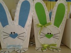 20150204_140612 (adriana.comelli) Tags: capa coelhos cadeira pascoa cestas ninhos cenouras guirlandas