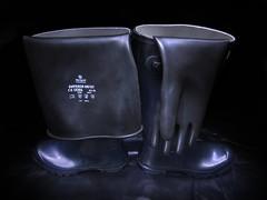 Archive (essex_mud_explorer) Tags: navy hunter rubber wellington boots wellingtons wellingtonboots rubberboots wellies welly gates madeinscotland vintage gummistiefel rubberlaarzen rainboots gumboots gloves gauntlets marigoldemperor me107