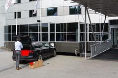 (Arthur van Beveren) Tags: rotterdam car volkswagen man red presents cadeaus kado zakjes bags hotel nederland netherlands niederlande holland paysbas hollanda paesi bassi paises bajos