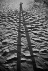 Patilarga (Maite M.A.) Tags: islacanela dunas blackandwhite ayamonte halva yomisma autorretrato