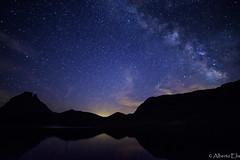 Va Lctea en Lac d'Ayous (AlbertoEla) Tags: ayous naturaleza francia pirineos refugio nocturna estrellas ibon