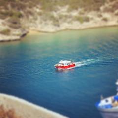 #corse #corsica #bonifacio #tilt #tiltshift #miniature #red #rouge #boat #effect #sea #puerto (Robin d Euphor) Tags: instagramapp square squareformat iphoneography uploaded:by=instagram rise
