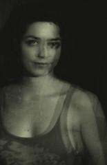 Avignon Girl (_Gure_) Tags: portrait bw blancoyn