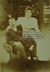 Familieportret van echtpaar met zoontje