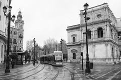 El tranvia (fergraf) Tags: avenida sevilla spain monumento andalucia tranvia xe1