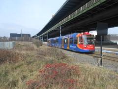 Supertram 106 (ee20213) Tags: m1 106 stagecoach yellowline supertram tinsleyviaduct