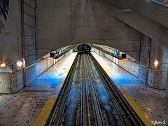 Le tunnel (Jean S..) Tags: tunnel mtro subway indoor rail yellow light montral transport transit