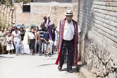 Rutilio (yrotori2) Tags: americalatina colore gente religion iglesia persone chiesa cristo statua gens sudamerica sansalvador processione religione foulle folla venerdsanto