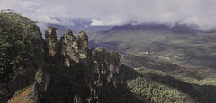 The Sisters (Beetwo77) Tags: fuji xt1 35mm hand held panorama blue mountains world heritage three sisters rock formations aboriginal culture family bush walking kids
