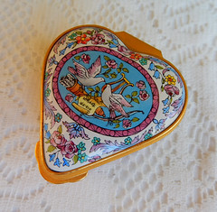 Halcyon Days English Enamels Trinket Pill Box ~ Heart ~ Doves ~ Birds (Donna's Collectables) Tags: halcyon days english enamels trinket pill box ~ heart doves birds