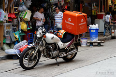 20160827-21-Hong Kong streets (Roger T Wong) Tags: 2016 hongkong rogertwong sel70300g sony70300 sonya7ii sonyalpha7ii sonyfe70300mmf2556goss sonyilce7m2 market motorcycle people streets travel