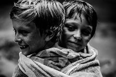Brothers (PaxaMik) Tags: portrait face kids joy joie rires profil visage rire contrastes drapé enfances portraitnoiretblanc