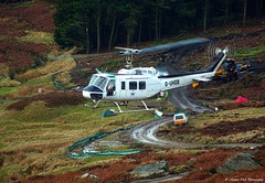 Helicopter (Simon Dell Photography) Tags: white house tree chopper district peak helicopter edge fox services burbage helo lifting helilift