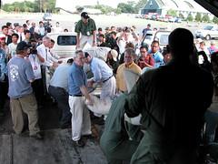 Mantan Duta Besar AS untuk Indonesia B. Lynn Pascoe dan Direktur USAID Indonesia William Frej mengunjungi Aceh beberapa hari setelah tsunami melanda Aceh di tahun 2004. (USAID Indonesia) Tags: usaid indonesia relief tsunami disaster recovery teamwork