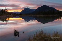 Vermilion Lakes, Banff National Park (Alberta) (Anna & Oskar) Tags: travel viaje canada sunrise canon landscape paisaje can amanecer alberta banff canadianrockies vermilionlakes 1dx montaasrocosas 5dmarkii