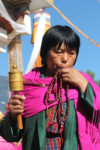 Thimphu, Memorial Chorten, old woman