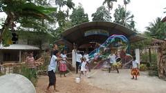 Seifenblasen in Behinderteneinrichtung in Ittapana, Sri Lanka 9