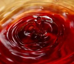 (Alessandro Raffaelli) Tags: red macro water colors canon drops waterdrop waterdrops rosso vetro giochidacqua