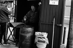 Docena a un euro (Eniola Itohan) Tags: madrid street chestnuts castañas mostoles kastanien