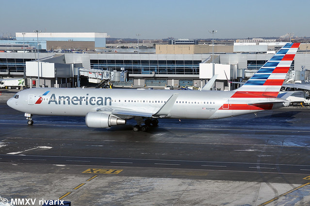 JFK - American Airlines (N348AN)