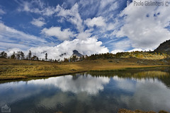 paesaggio, landscape (paolo.gislimberti) Tags: reflections piemonte riflessi piedmont cloudysky stillwaters mountainlandscape cielonuvoloso paesaggiodimontagna alpinegrassland lagodres acqueferme prateriaalpina dreslake