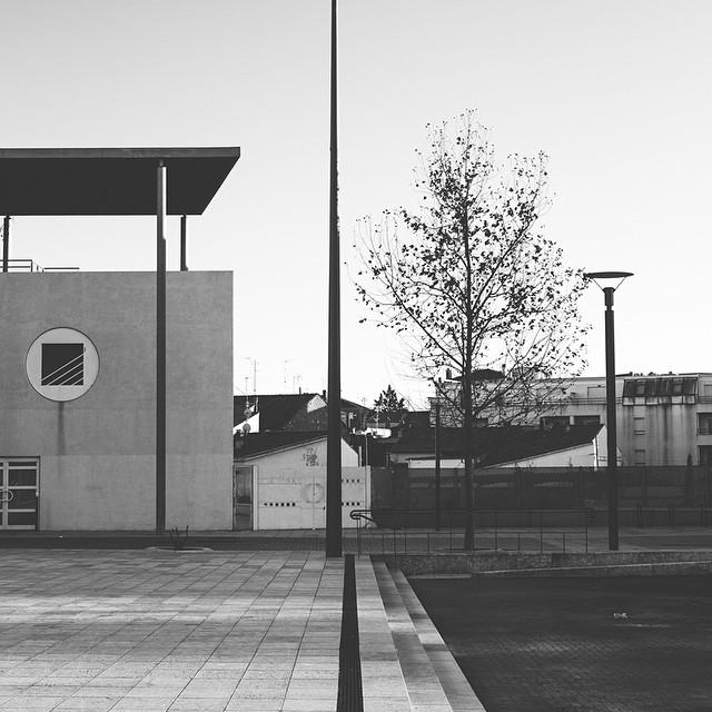 #minimal #minimalism #minimalist #mindtheminimal #lines #architecture #beziers  ⚪️▪️| | | shot bam !