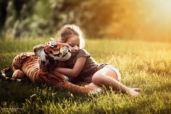 Sunny love between unlikely friends (Chris Bilodeau Photography) Tags: friends light love nikon good sunny between unlikely