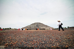Piramide Del Sol in Teotihuacan (DGNacho.com) Tags: cdmx mexico city travel vacation dgnacho traveling visiting instatravel trip holiday photooftheday fun tourist instatraveling mytravelgram travelgram simplyadventure teamcanon naturelovers neverstopexploring outdoors traveladdict traveler view vsco vscocam wander wanderlust photography photo wow blue green landscape ngc piramide del sol teotihuacan point floor ground