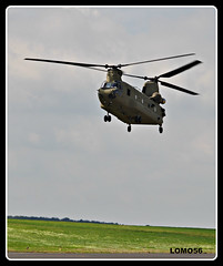 Boeing-Vertol CH-47F (LOMO56) Tags: hubschrauber helikopter transporthelokopter usarmy ch47f boeingch47chinook boeingvertolch47f internationaljumpweek transporthubschrauber