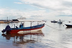 Sanur, 2016 (made darma) Tags: minoltasrtsuper rokkor50mm bali fujisuperia200 beach sanur indonesia