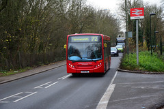 London United DE42 (John A King) Tags: london station rocks united route lane passing 72 barnes de42