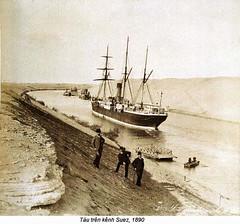 IH032660 (ngao5) Tags: africa people men canal ship egypt middleeast engineering few transportation males spectators adults watercraft sailingship civilengineering suezcanal