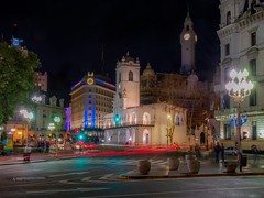 Plaza de Mayo, Buenos Aires (karinavera) Tags: travel nikond5300 cabildo plazademayo lights longexposure argentina buenosaires emblematicplaces buildings traffic microcentro obelisc street road city downtown night urban urbanexploration view
