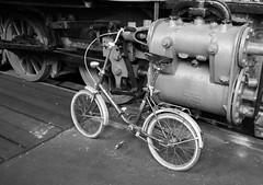 Fahrzeuge (wpt1967) Tags: eos60d fahrrad lok tokina1116mm bw lokomotive sw wpt1967
