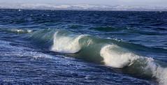la vague ! (Elyane11) Tags: vent hiver lac bleu vague