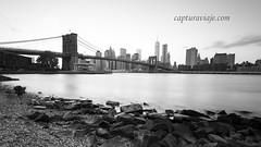 Puente de Brooklyn previo al atardecer - Manhattan - New York (www.capturaviaje.com) Tags: nyc newyork byn blancoynegro brooklyn canon atardecer manhattan wb lee brooklynbridge lowermanhattan estadosunidos nuevayork grimaldi whiteandblack eeuu polarizador ef1740mmf4lusm mainstreetpark puentebrooklyn 5dmarkiii filtroslee dgrimaldi 5dmiii davidgrimaldi