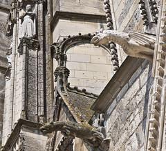 Wasserspeier / Gargoyle (schreibtnix) Tags: france travelling architecture bourges reisen frankreich europa europe gothic structures gargoyle architektur gotik wasserspeier strukturen cathdralesainttienne olympuse5 schreibtnix